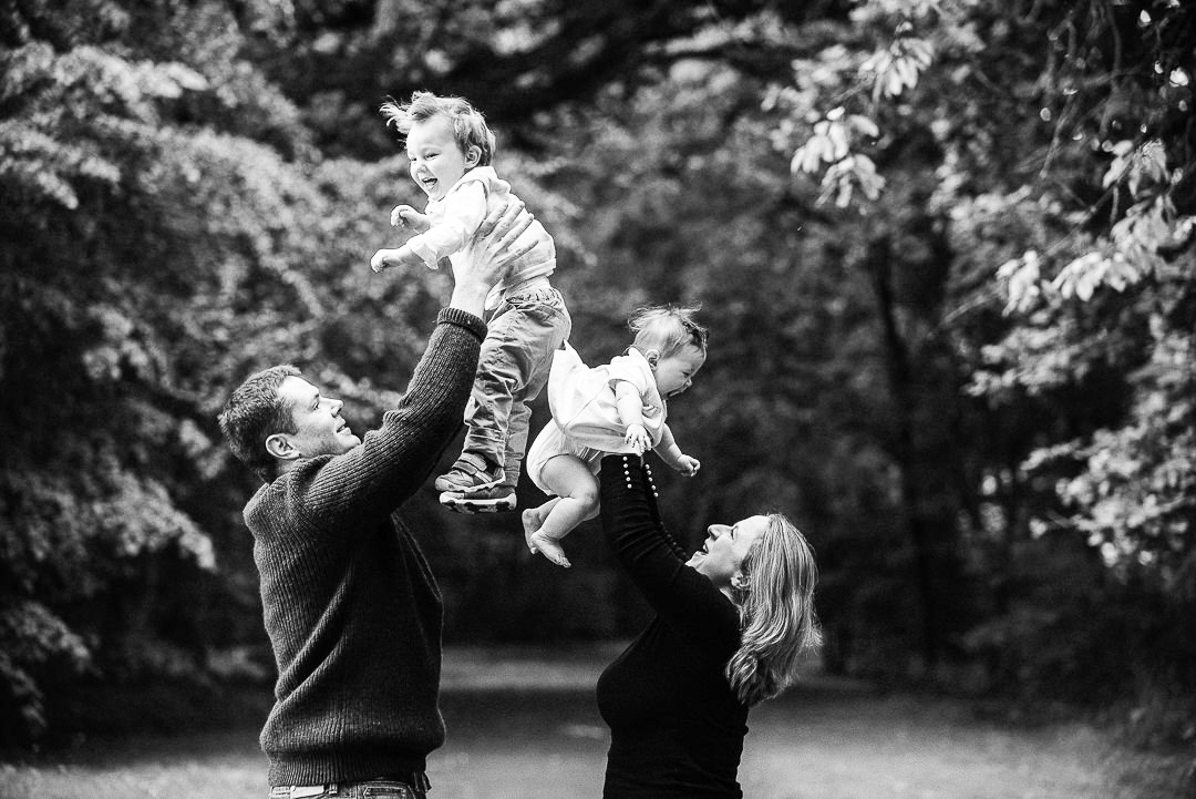 family fun photograph, parents and children, throwing children in the air