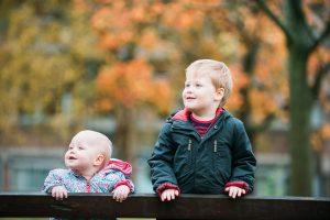 children in autumn leaves, children photogrpahy glasgow, glasgow family photography