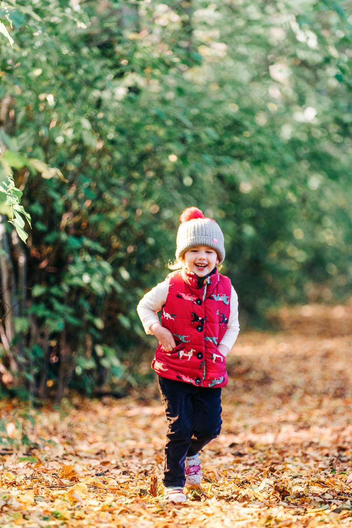 children playing in autumn leaves, glasgow pollok park in autumn, family portrait in glasgow, children laughing in autumn,