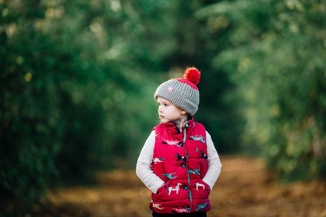 children playing in autumn leaves, glasgow pollok park in autumn, family portrait in glasgow, children in autumn, girl in bobble hat