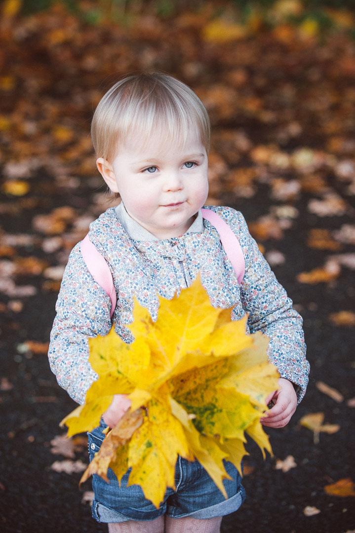 childrens portrait glasgow, girl in autumn leaves