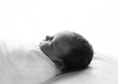 natural newborn photography, studio newborn baby photography, black and white newborn image, glasgow newborn photography